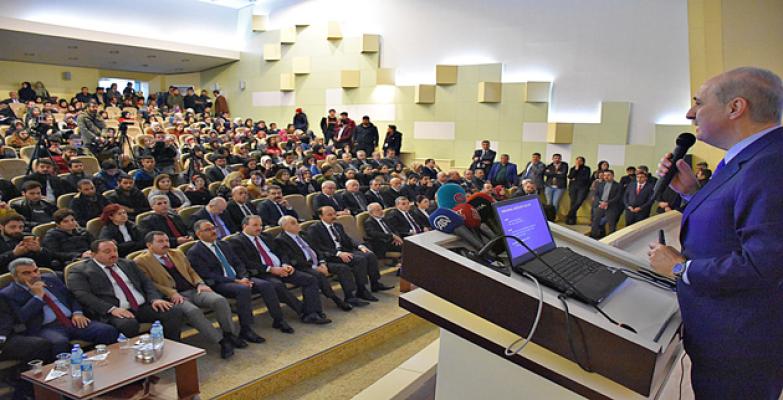 Kurtulmuş, 'Türkiye'yi Yarınlara Taşımak' Konulu Konferansta Öğrencilerle Bir Araya Geldi