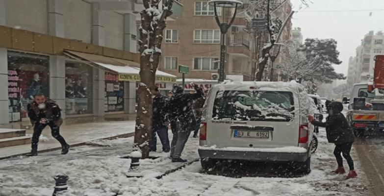Şanlıurfa'da 3  yıl sonra kar yağdı