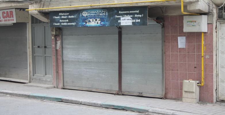 Suriyeli esnaflar, şehitler için kepenk kapattı