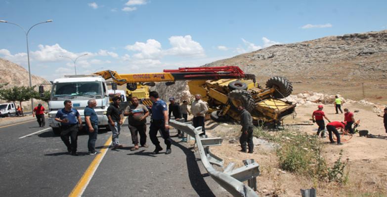 Şanlıurfa'da trafik kazası, 1 ölü, 2 yaralı
