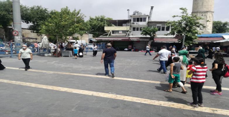 Urfa'da 15-20 yaş arası gençler sokakta
