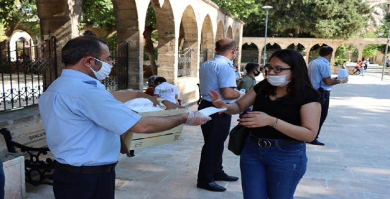 Büyükşehirden Vatandaşlara Ücretsiz Maske Dağıtımı Devam Ediyor