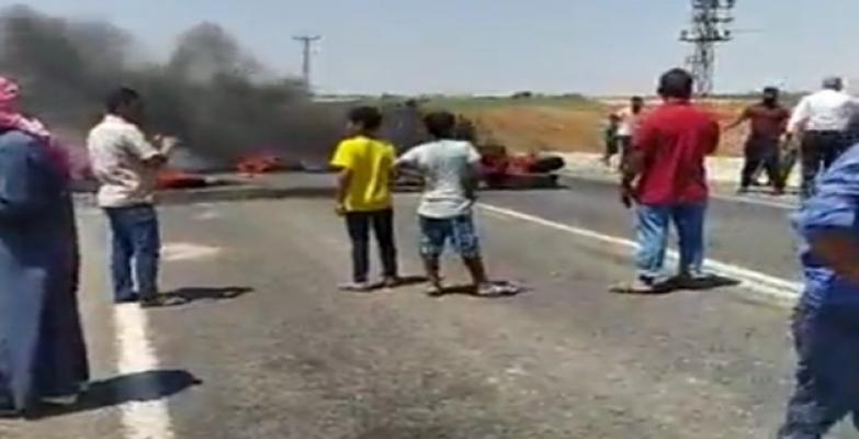 Urfa'da çiftçiler lastik yaktı, yol kapattı!
