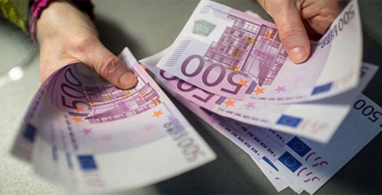 Dolar ve Euro rekor seviyelerine yakın
