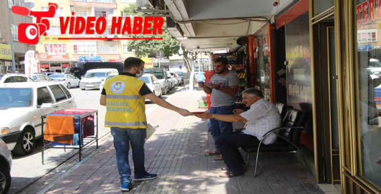 Haliliye'den Gaziler Günü'nde Vatandaşlara Bayrak Hediyesi