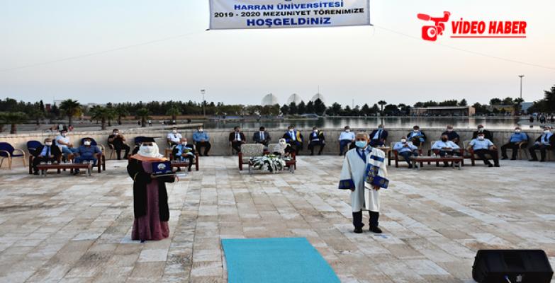 Harran Üniversitesi Sosyal Mesafe Kurallarına Uygun Olarak Mezuniyet Törenini Gerçekleştirdi
