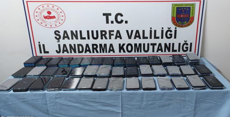Urfa'da yapılan aramada 157 kaçak cep telefonu ele geçirildi