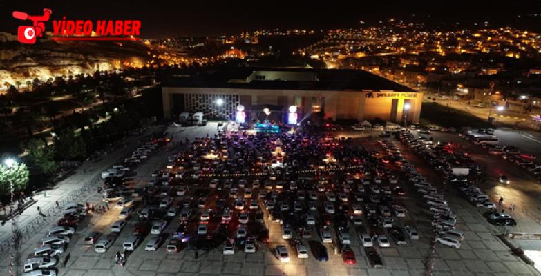 Açık Havada Arabada Konserde Gıripin Grubu Rüzgarı Esti