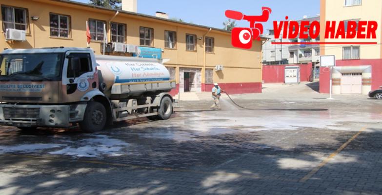 Haliliye'de Okullar Yıkanarak Dezenfekte Ediliyor