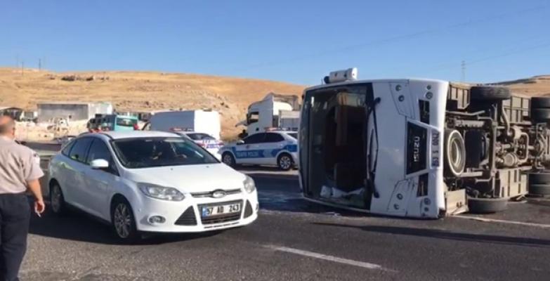 Şanlıurfa'da Trafik Kazası, 14 Yaralı