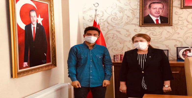 Türkiye'nin konuştuğu genç Polat'ı ziyaret etti