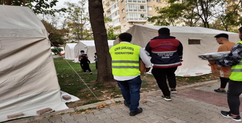 Şanlıurfa büyükşehirin yardım kolileri depremzedelere dağıtıldı