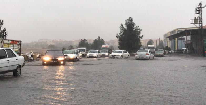 Urfa yağışa teslim oldu: