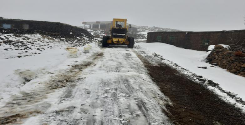 Siverek'te karla mücadele çalışmaları sürüyor