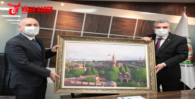 Bakan Karaismailoğlu, Başkan Beyazgül'ü makamında ziyaret etti