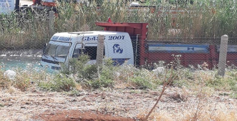 Şanlıurfa'da kamyon sulama kanalını düştü