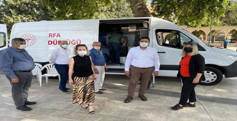 Mobil Aşı Aracı Urfa'da  Aşıları Vatandaşın Ayağına Götürüyor