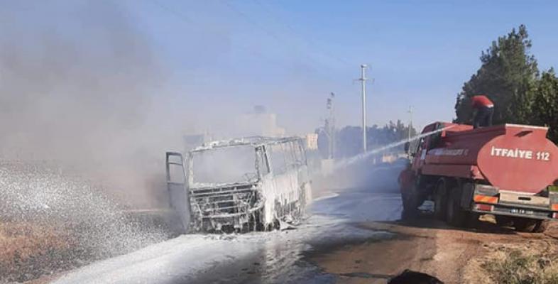 Viranşehir'de işçileri taşıyan servis aracı yandı