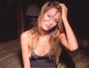 Ünlü manken Güzide Duran kızıyla birlikte trafik kazası geçirdi