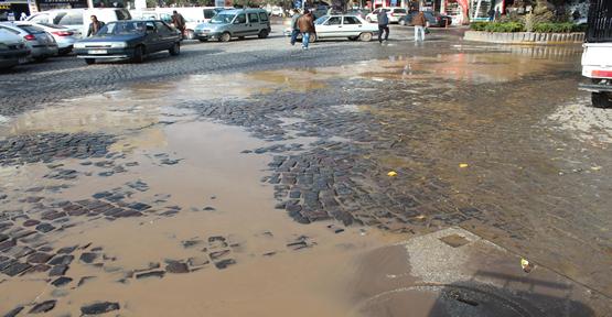 Atık sular çevreyi kirletiyor