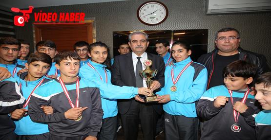 Başkan Demirkol Şampiyon Sporcuları Tebrik Etti