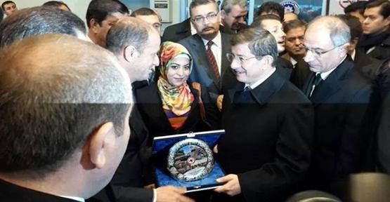 Başkan Yavuz'dan Başbakan Davutoğlu'na Plaket