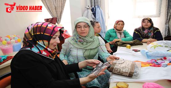 Bayan Demirkol, Devteşti Kadın Destek Ve Aile Eğitim Merkezini Ziyaret Etti
