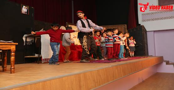 Büyükşehir Tiyatrosu Perdelerini Açtı