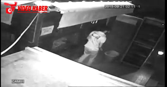 Çocuk hırsız güvenlik kamerasına yakalandı