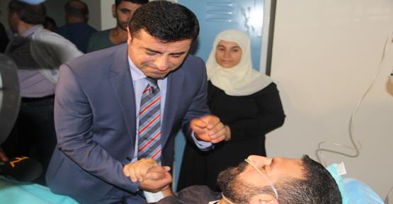 Demirtaş Urfa'da Yaralıları Ziyaret Etti