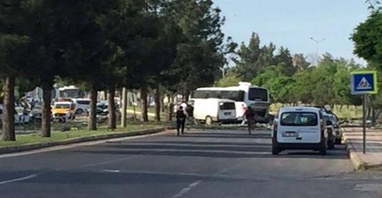 Diyarbakır'da Polis Servis Aracının Geçişi Sırasında Patlama