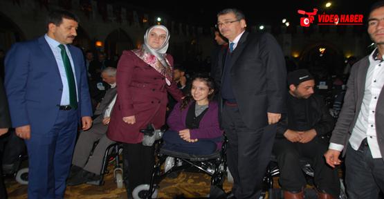 Engelliye 100 adet sandalye dağıtıldı