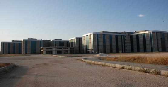 Harran Tıp Birçok Doğu Üniversitesinin Önünde