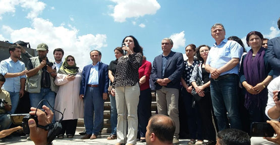 HDP heyeti Kobani sınırında