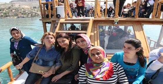 Kadınların tekne keyfi