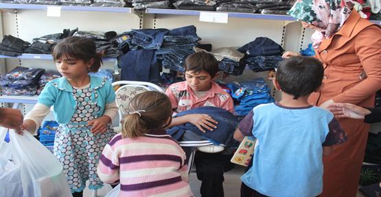 Mültecilere giyim yardımı