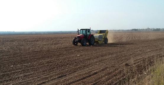 Nadasa bırakılan tarlalar düzleştiriliyor