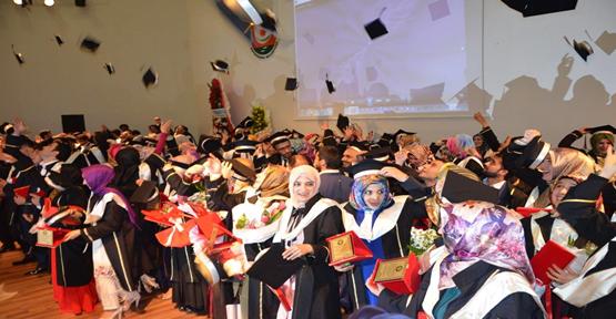 Öğrenciler mezuniyeti kutladı
