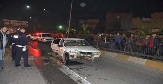 Otomobil işaret levhasını çarptı, 6 kişi yaralandı