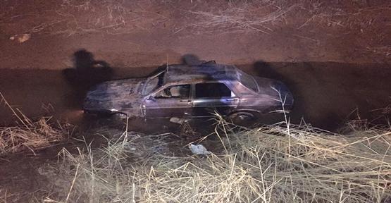 Otomobil kanala düştü,2 yaralı