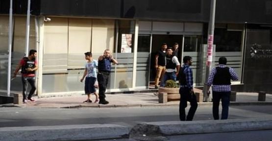 Polise Silahlı Saldırı: 2 Yaralı