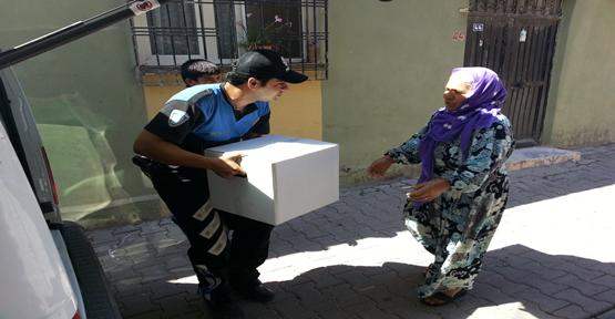 Polisten Yardıma Muhtaç Ailelere Yardım