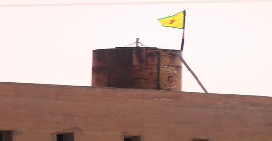 PYD Rasulayn'da Bayrak Dikti…