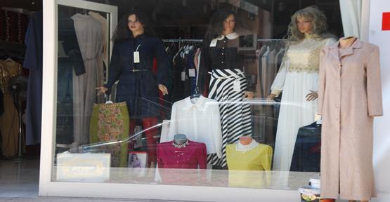 Şanlıurfa'da giyimci esnafı, istediği satışı yapamadı.