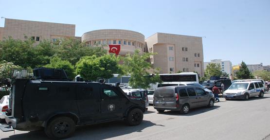 Şanlıurfa'da Gözaltına Alınan Hakim Ve Savcılar Tutuklandı