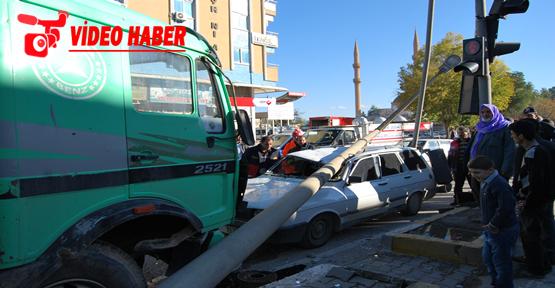 Şanlıurfa'da Sıkışmalı Trafik Kazası; 1 Yaralı