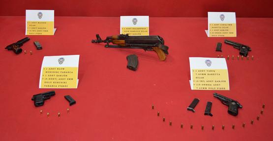 Silah Operasyonu1 Kaleşnikof Tüfek, 4 Tabanca Ele Geçirdi
