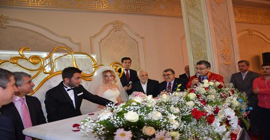 Siyasiler aşiret düğünde buluştu