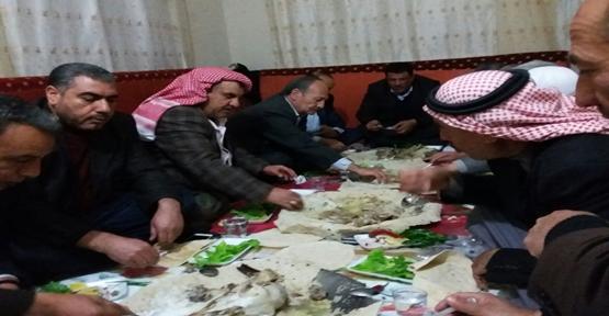 Suriye aşiret liderinden yemek ziyafeti