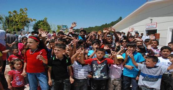 Suriyeli Çocuklar Başbakan'ın Bayramını Kutladı